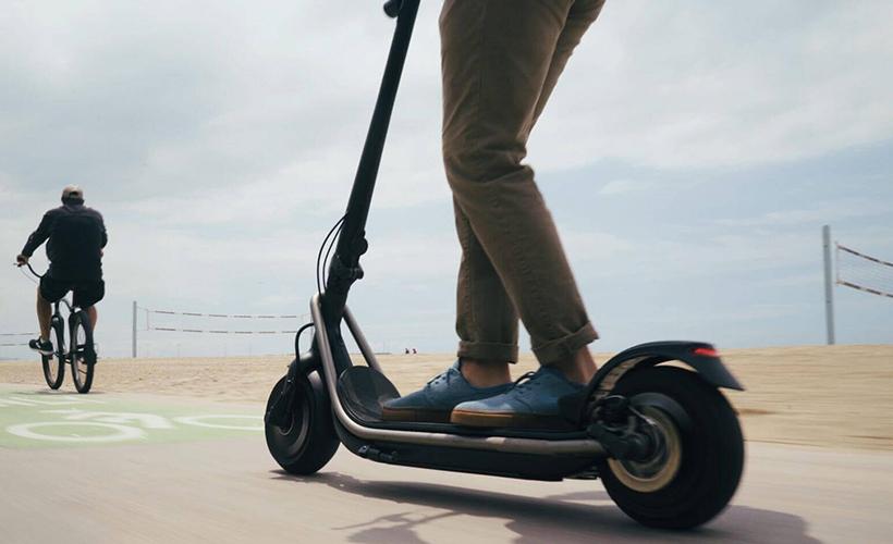 Elektrikli scooter için yaş sınırı