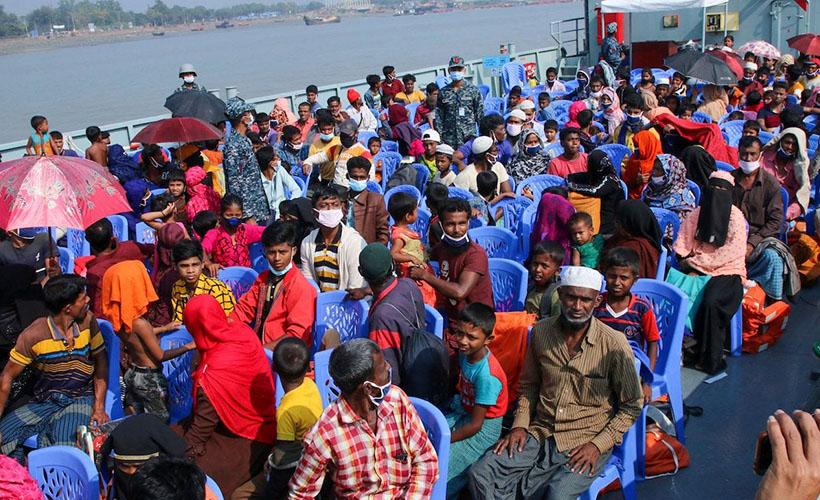 1400 Arakanlı daha ıssız adaya gönderildi