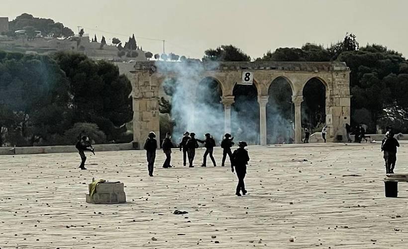 İsrail polisi, nöbet tutan Filisitinlilere saldırdı