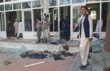 Afganistanda camiye bombalı