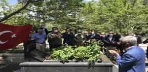 Karakoç, vefatının 9'uncu yılında kabri başında anıldı